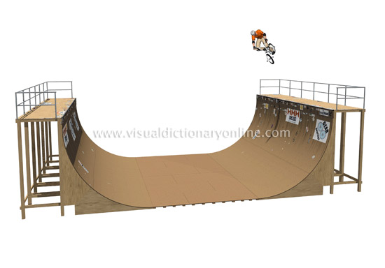 un skatepark dans photo half-pipe